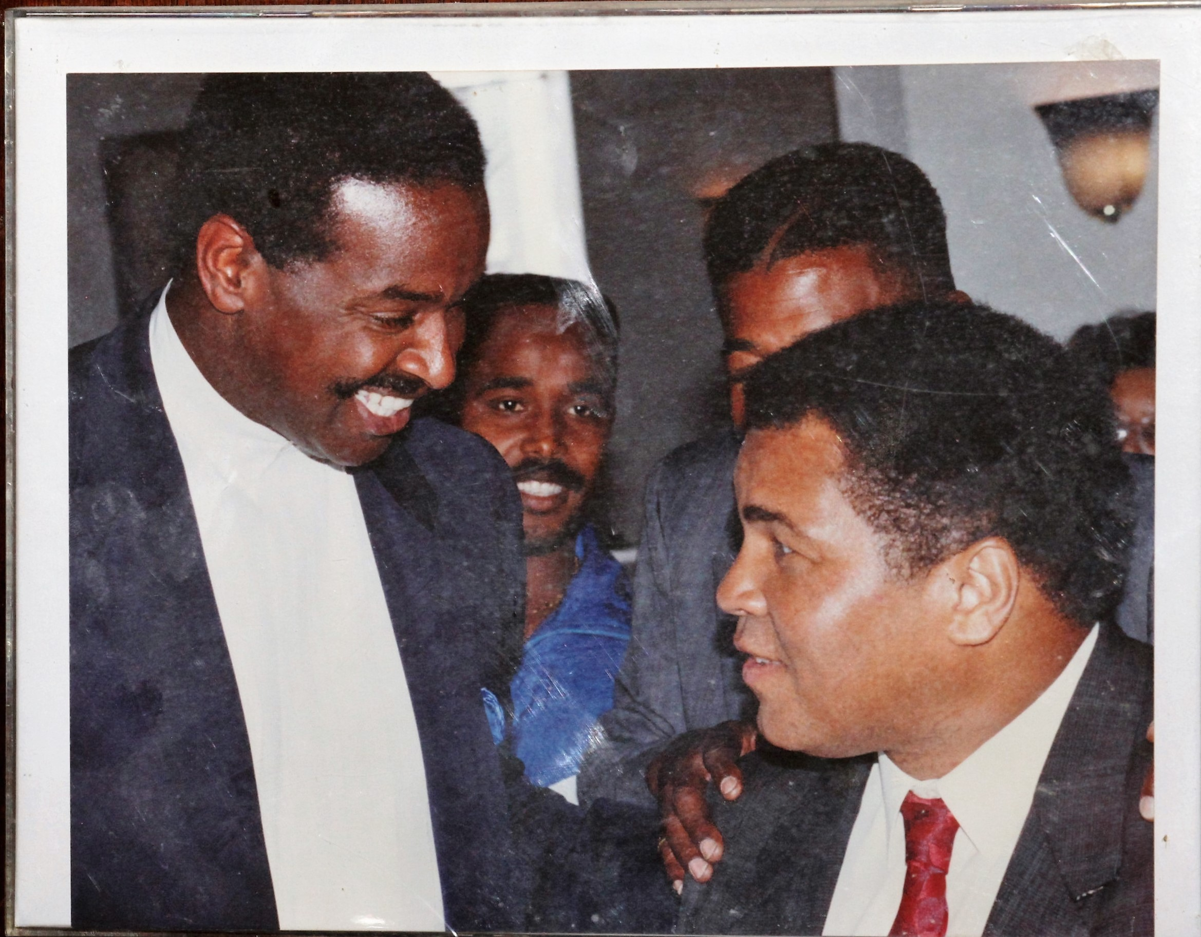 http://geoffreyslive.com/wp-content/uploads/2015/01/Geoffrey-Pete-and-Muhammad-Ali-1.jpg