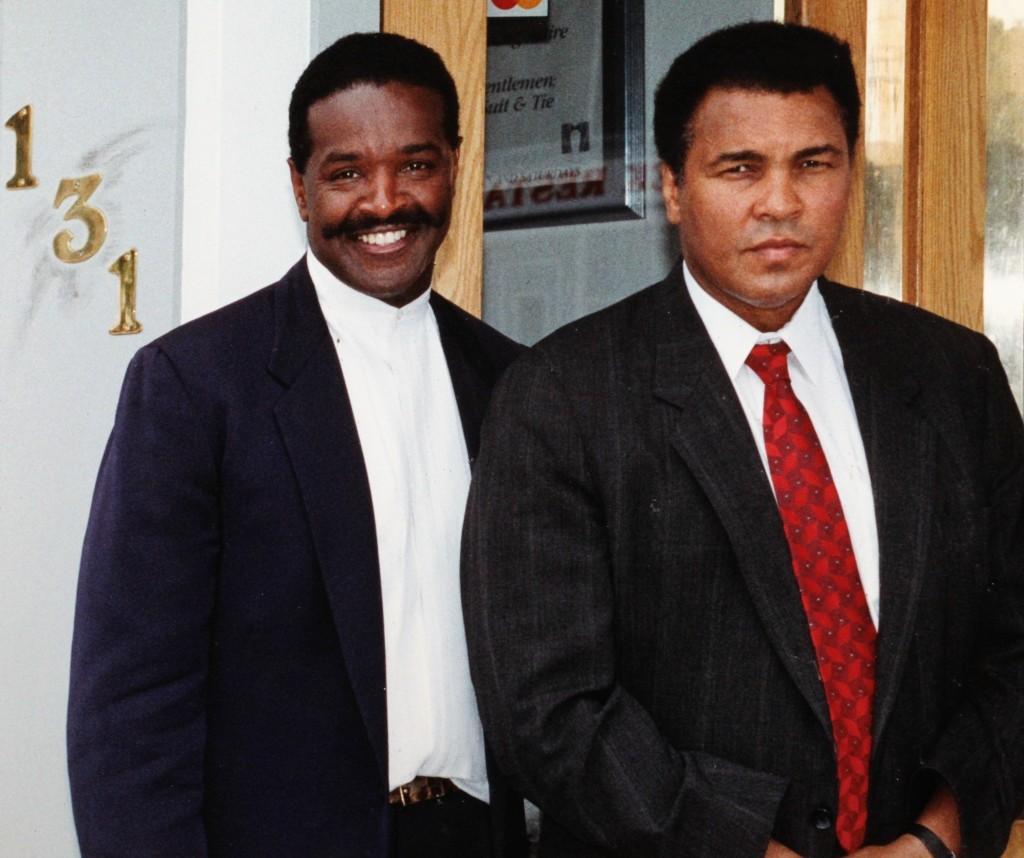 http://geoffreyslive.com/wp-content/uploads/2016/12/Geoffrey-Pete-and-Muhammad-Ali-3-1024x858.jpg